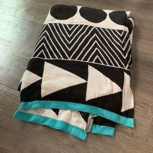 NWOT Darzzi cotton throw blanket
